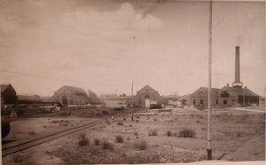Вид территории, где размещались (слева направо) кузнечный цех, магазин и центральная станция  общества.