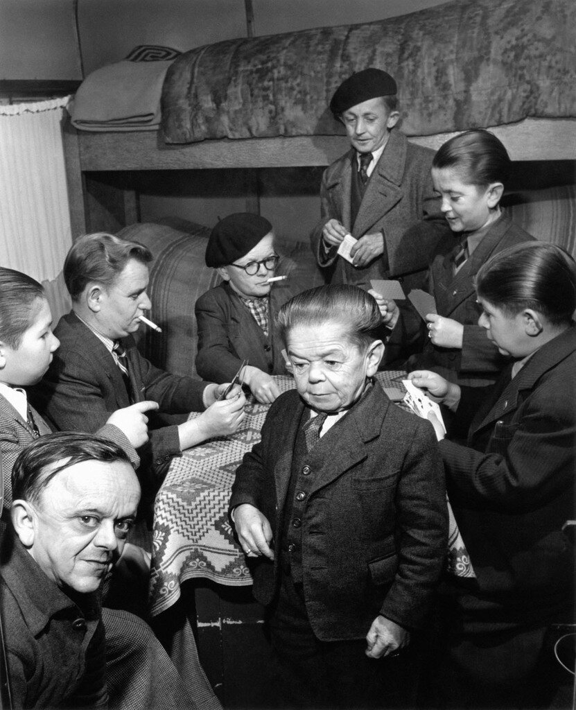 1949. Карлики цирка Пиндер Жана Ришара