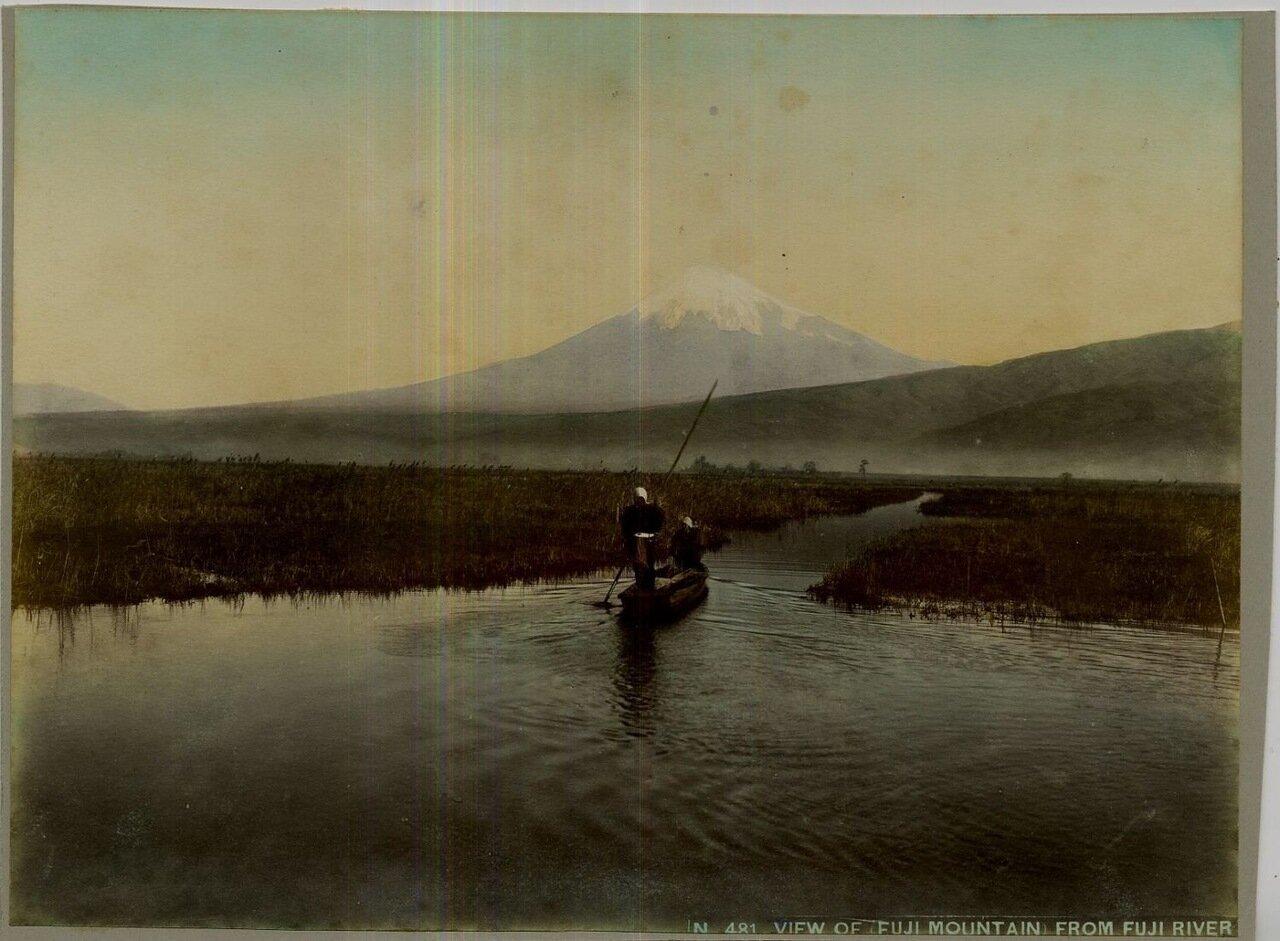 Вид на Фудзияму с реки Фудзи