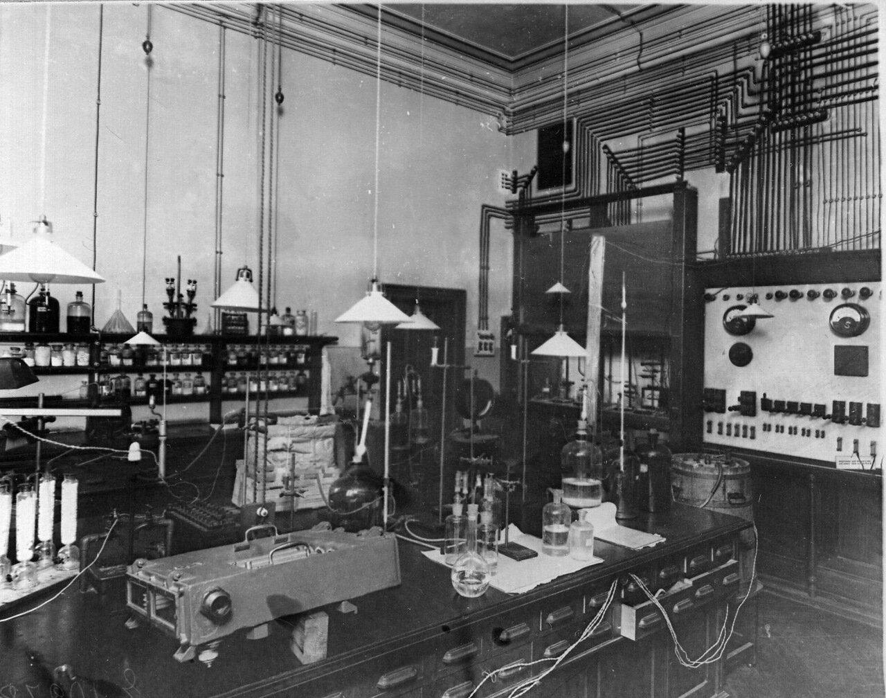 49. Лаборатория института