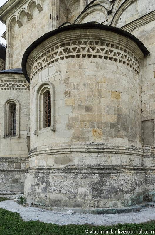 Апсида северного придела Кира и Оанная Храма Преображения Господня в селе Остров
