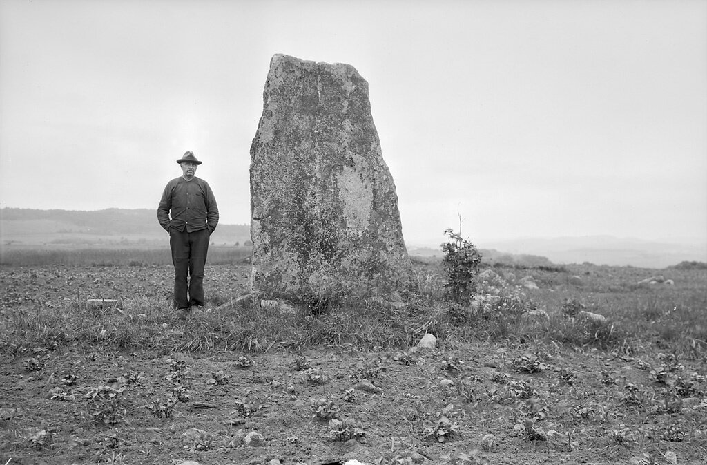 Halland, Falkenberg, Eftra, Halland, Fornminnen-Gravar-Grav markerad av rest sten/block, Övrigt-Personer