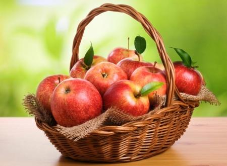 Корзина фруктов вместо цветов на праздник