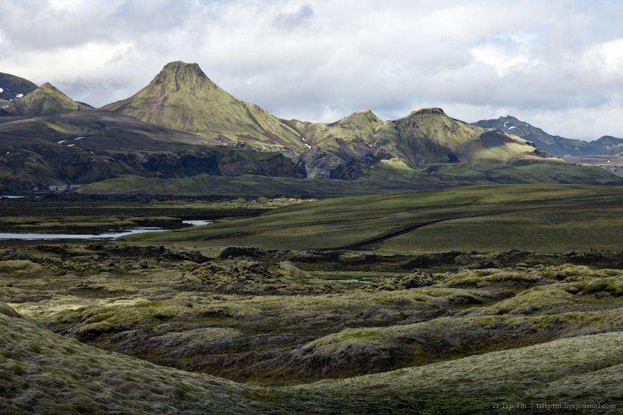 13. Чёрные берега Рейнисфьяра и кратеры вулкана Лаки.