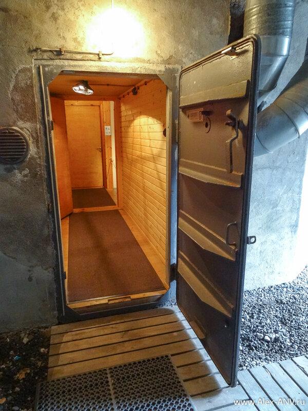 Внутри стены обшиты любимой финнами вагонкой.