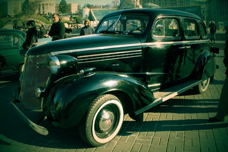 Старинный Шевроле на выставке ретро автомобилей