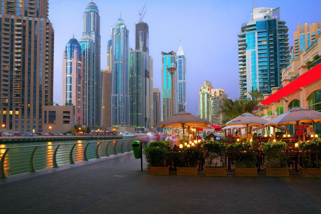 UAE  Noite no passeio Marina Dubai.