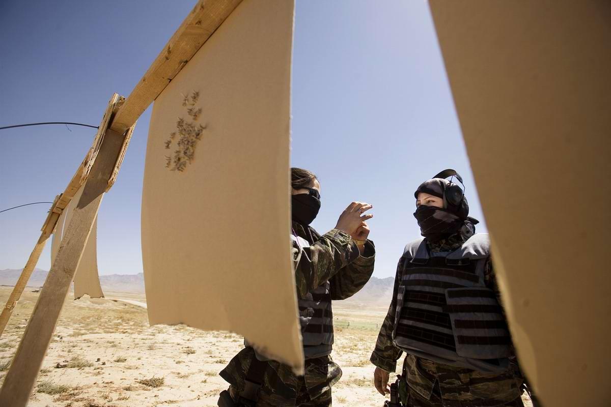 Афганские женщины из спецподразделений МВД Афганистана: картинки из жизни (25)