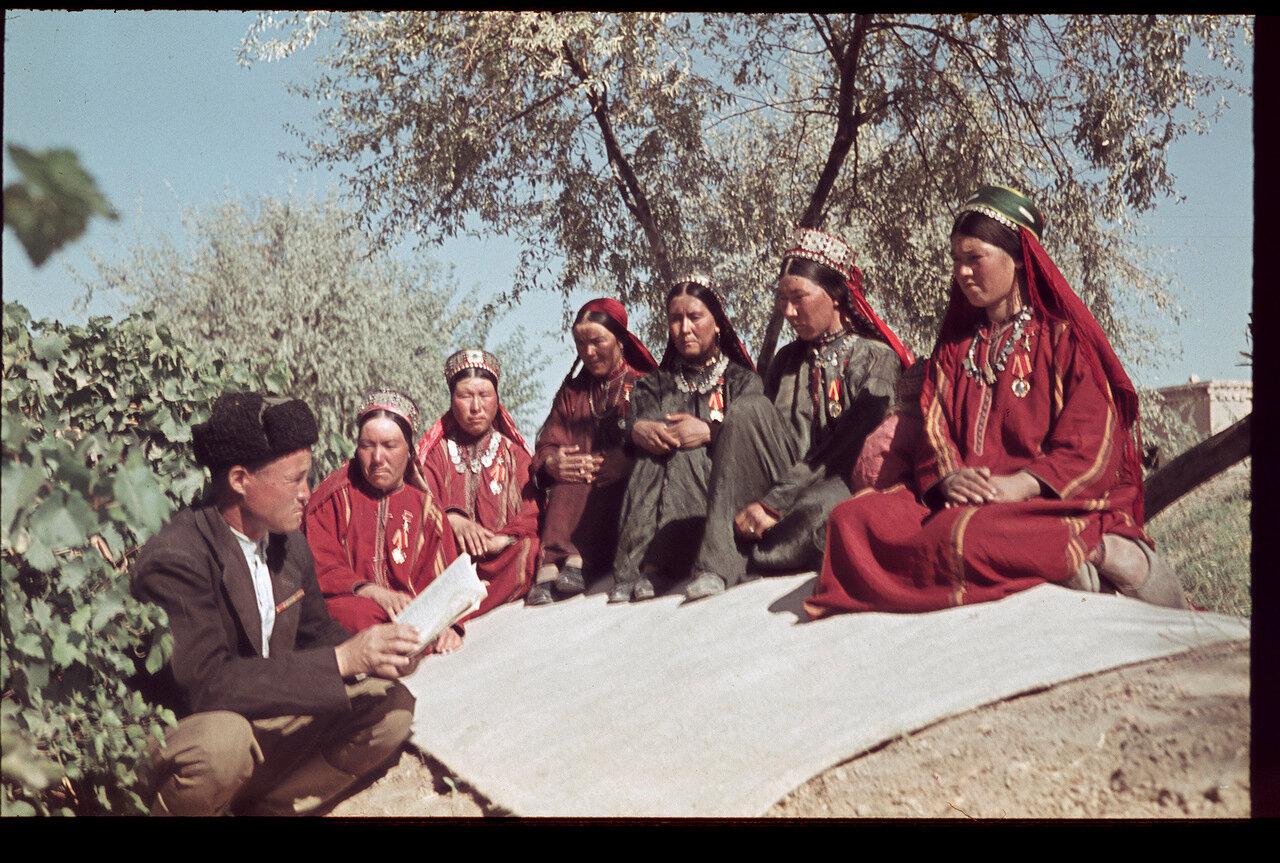 Туркмения, колхоз Синпи-Гореш, колхозницы-героини труда