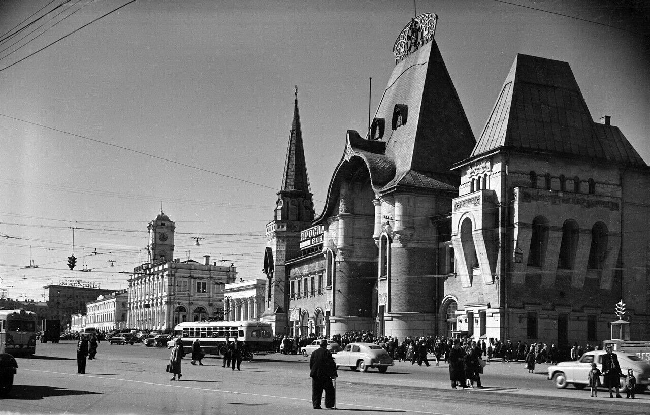 Комсомольская площадь. Ярославский вокзал