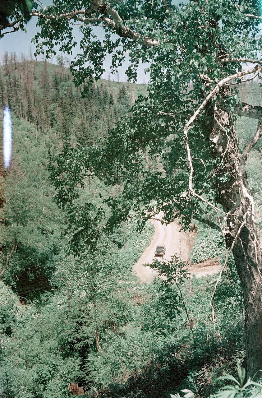 Дорога через перевал возле Южно-Сахалинска