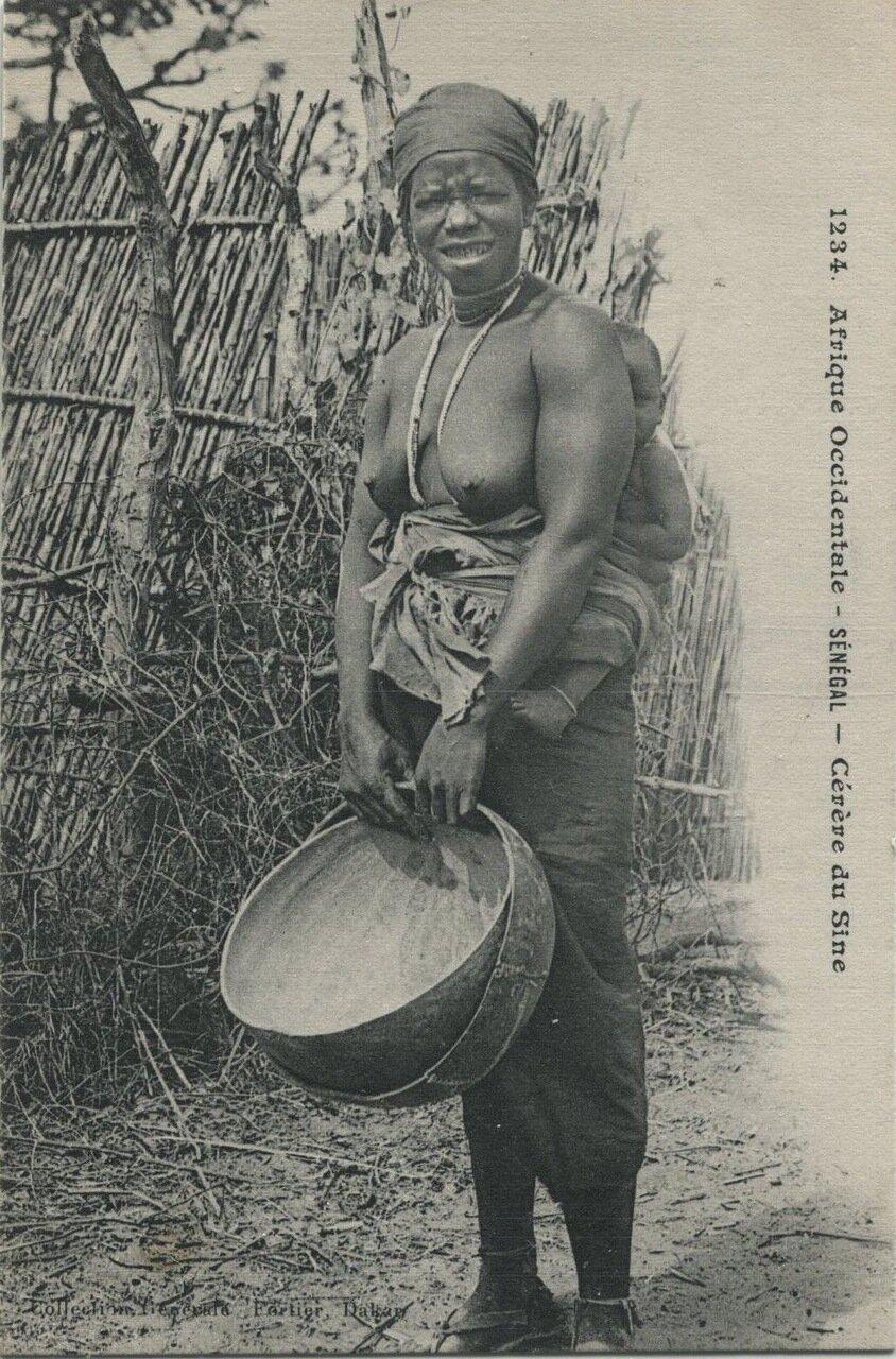 1234. Сенегал. Женщина гереро
