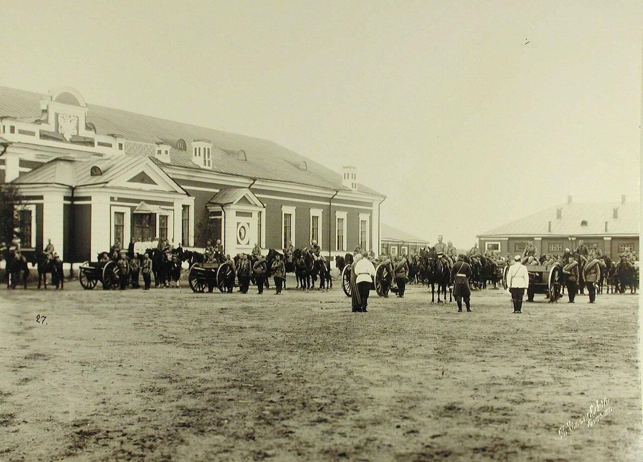 17. Вид части орудийного парка артиллерийских частей, принимавших участие в смотре