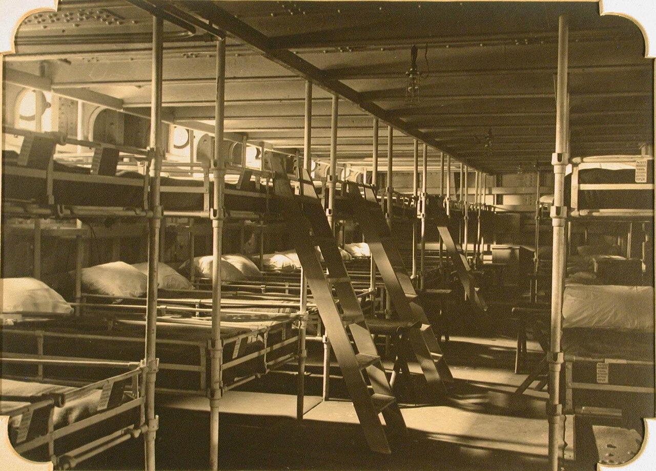 14. Вид части палаты №4 в трюме госпиталя