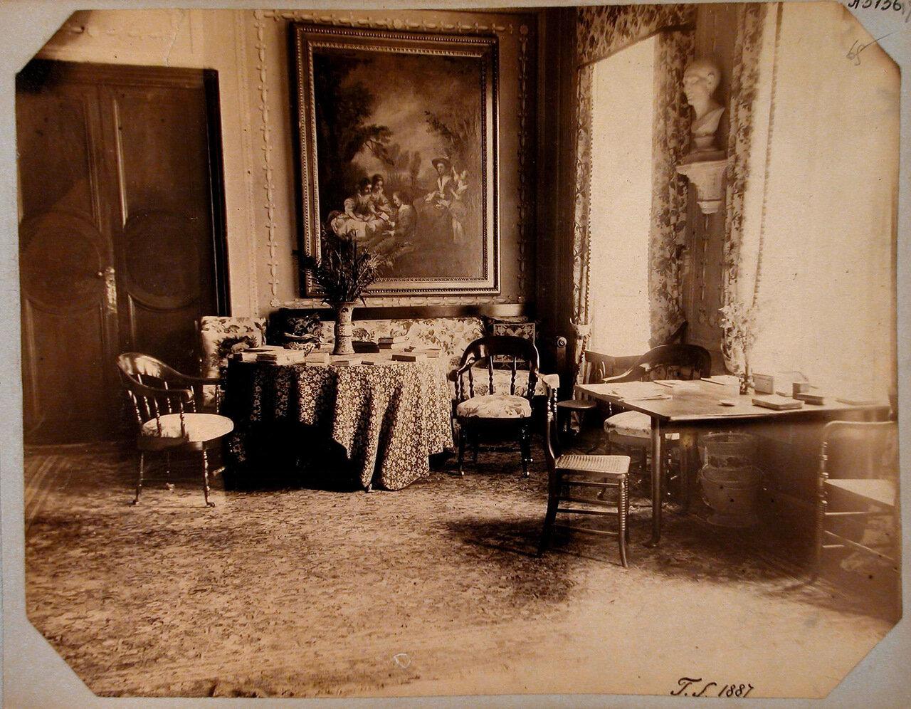 55. Вид части гостиной в усадебном доме Николаи-Пален
