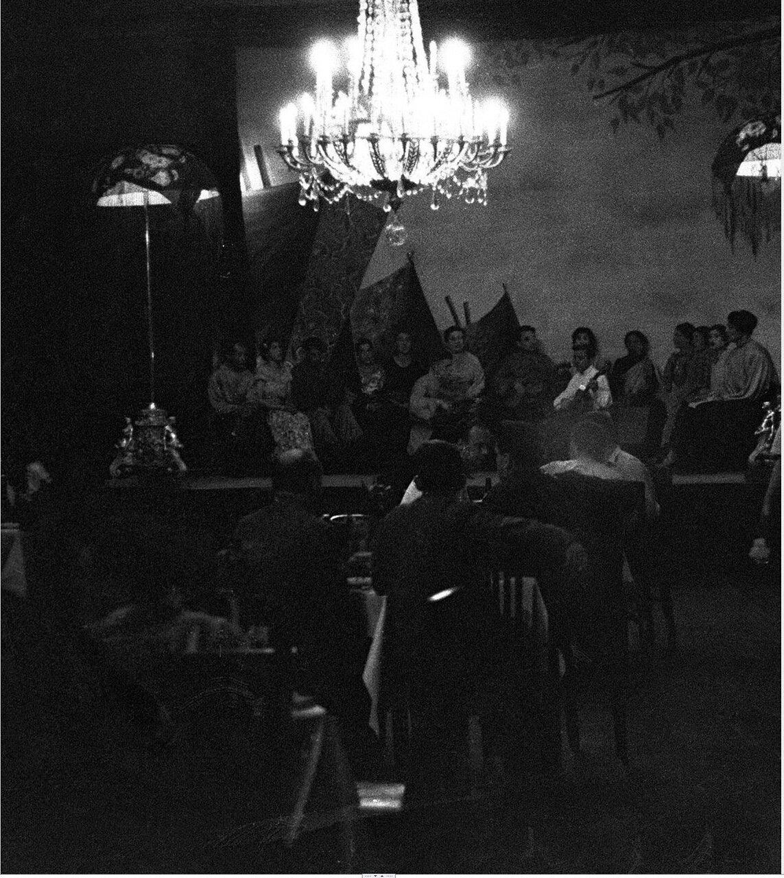 15. Метрополь. Исполнители на сцене ресторана гостиницы