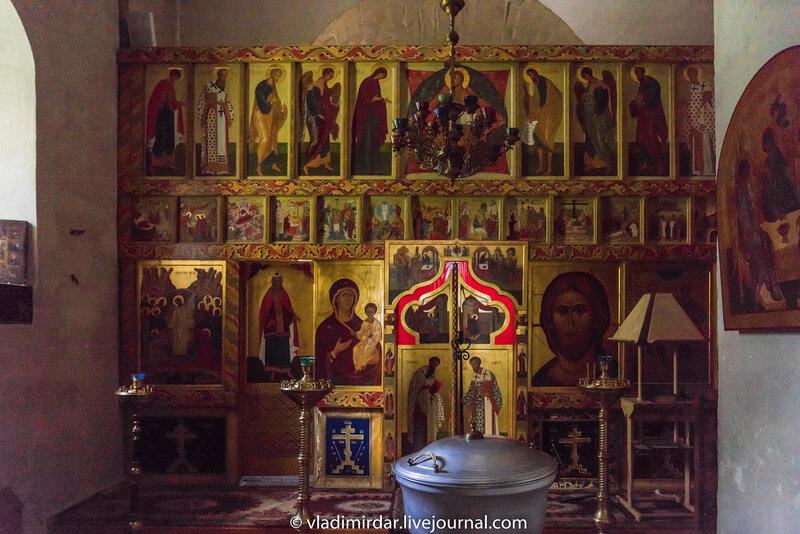 Иконостас придела бессребреников великомучеников Кира и Иоанна Храма Преображения Господня в селе Остров