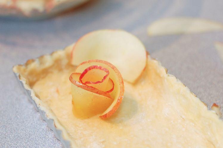 Пирог с розочками из яблок