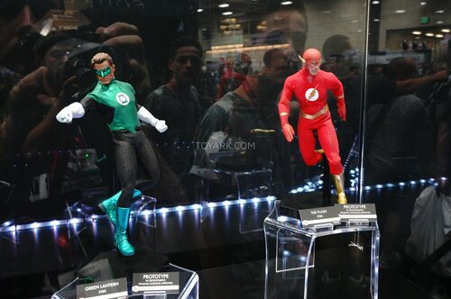 SDCC-2014-Sideshow-DC-Comics-Sixth-Scale-Figures-003.jpg