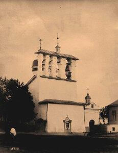 Вид звонницы кончанского храма Богоявления с Запсковья (построен в 1496 г.) Псков г.