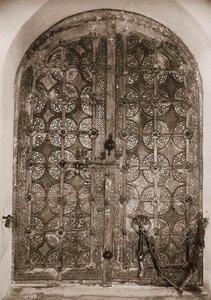 Вид железных дверей собора. Владимирская губ.