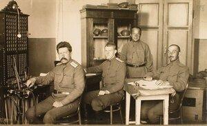 Чины телеграфного отделения штаба XII армии у аппаратов Морзе.