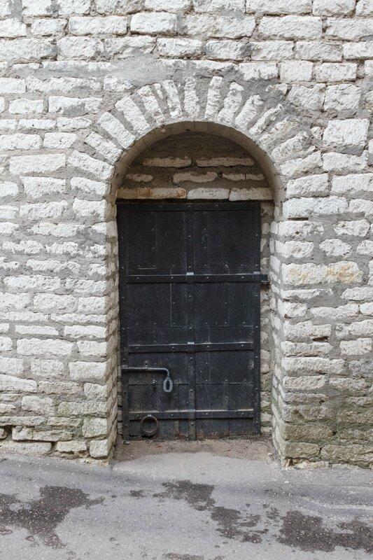 Дверь в крепостной стене, Псковский кром