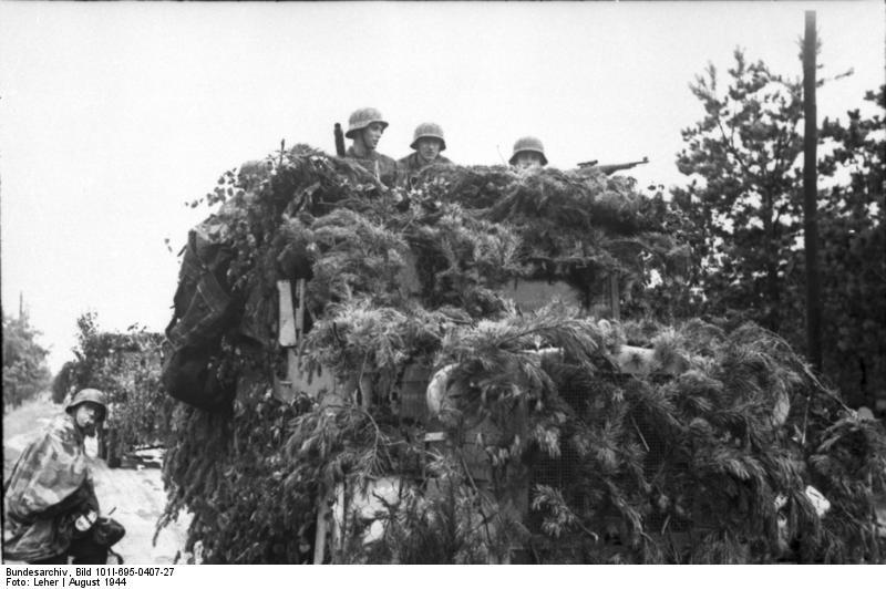 Warschauer Aufstand, Soldaten auf LKW