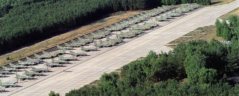 Sammelplatz fьr MiG-21 auf dem Flugplatz Cottbus-Drewitz