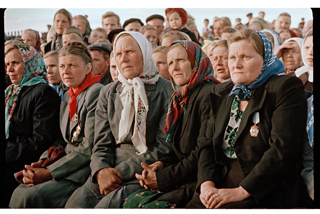 Собрание женской части колхоза