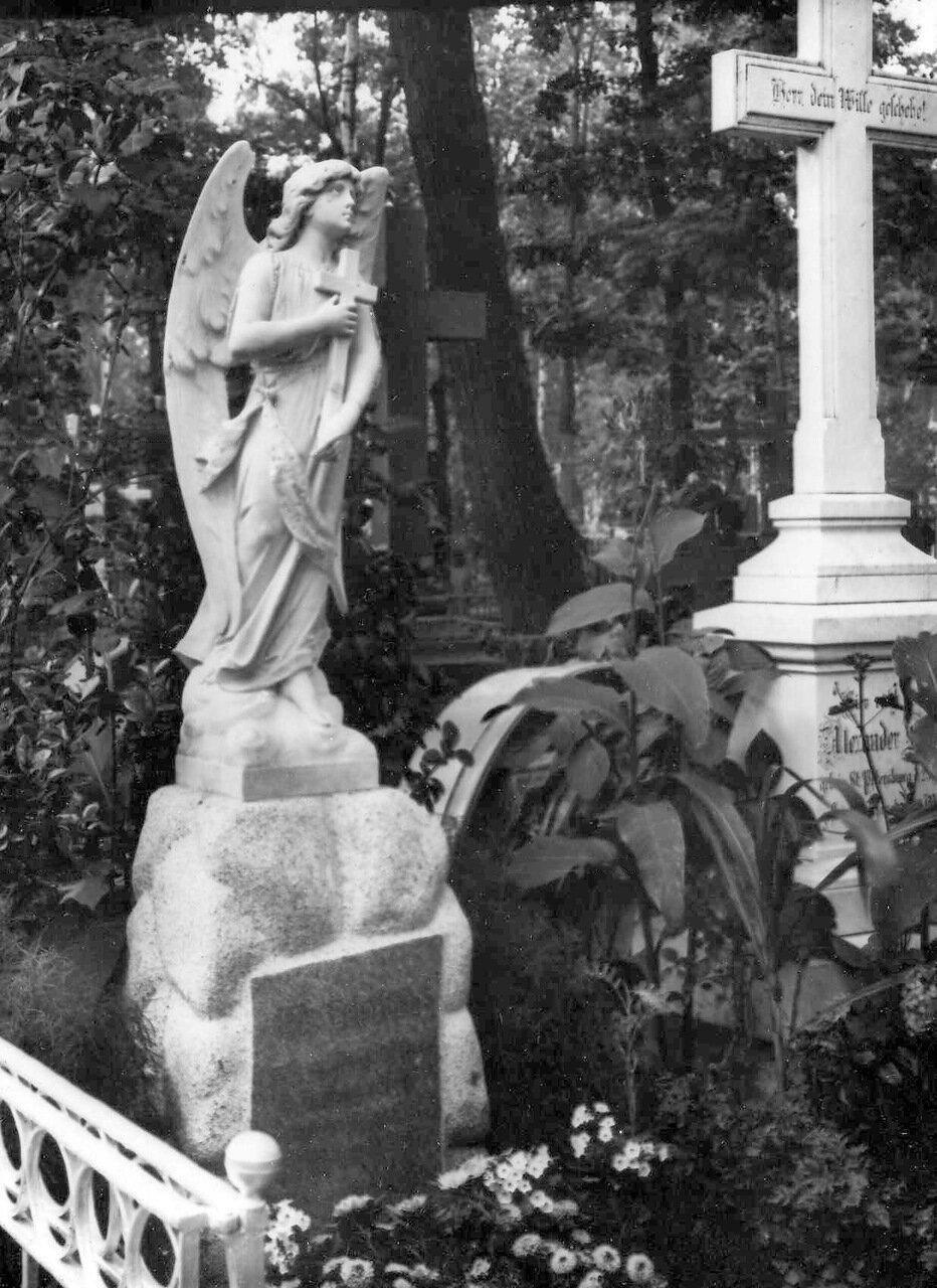 04.Надгробный памятник Лийбенрот.