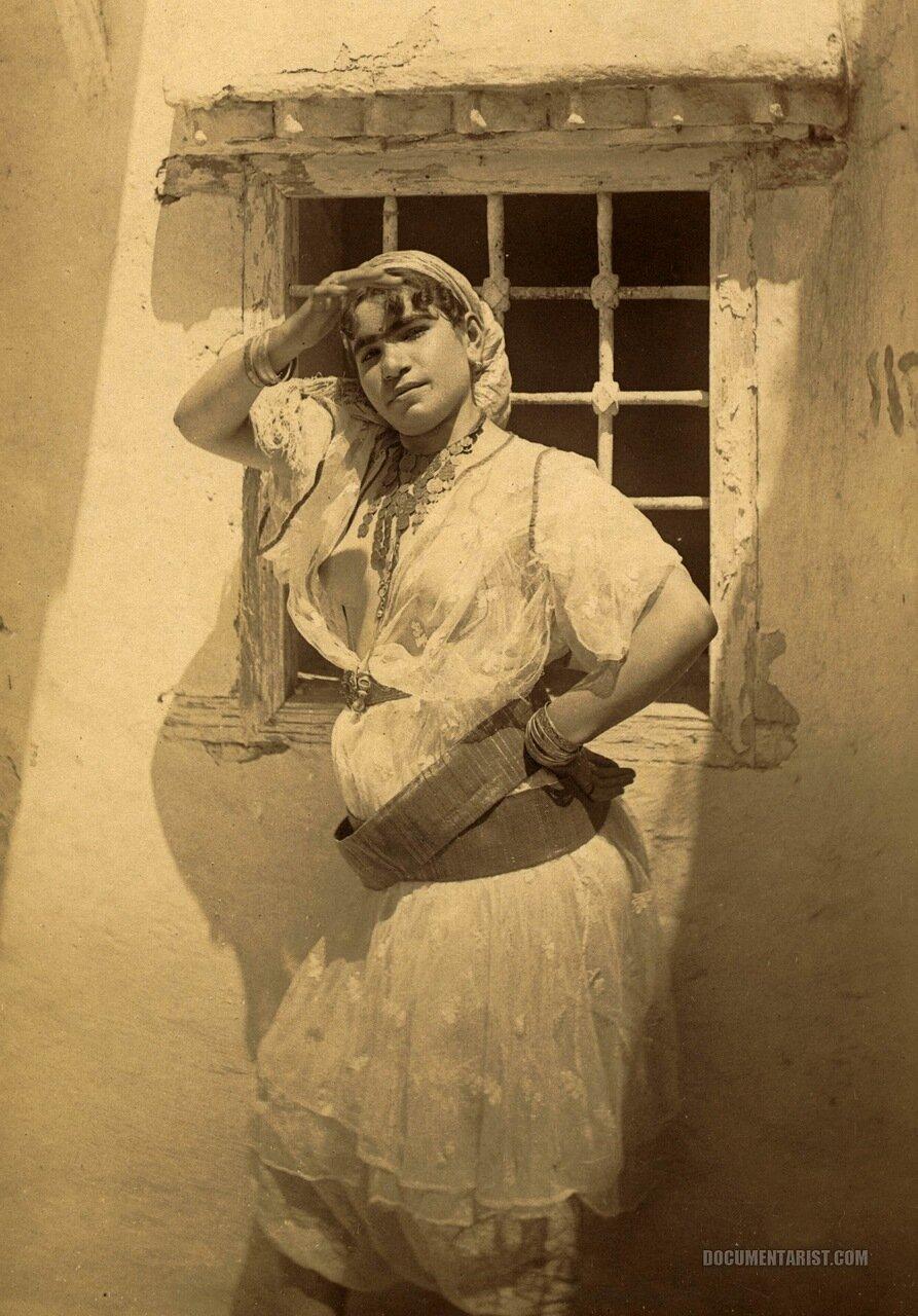 1880. Арабская женщина