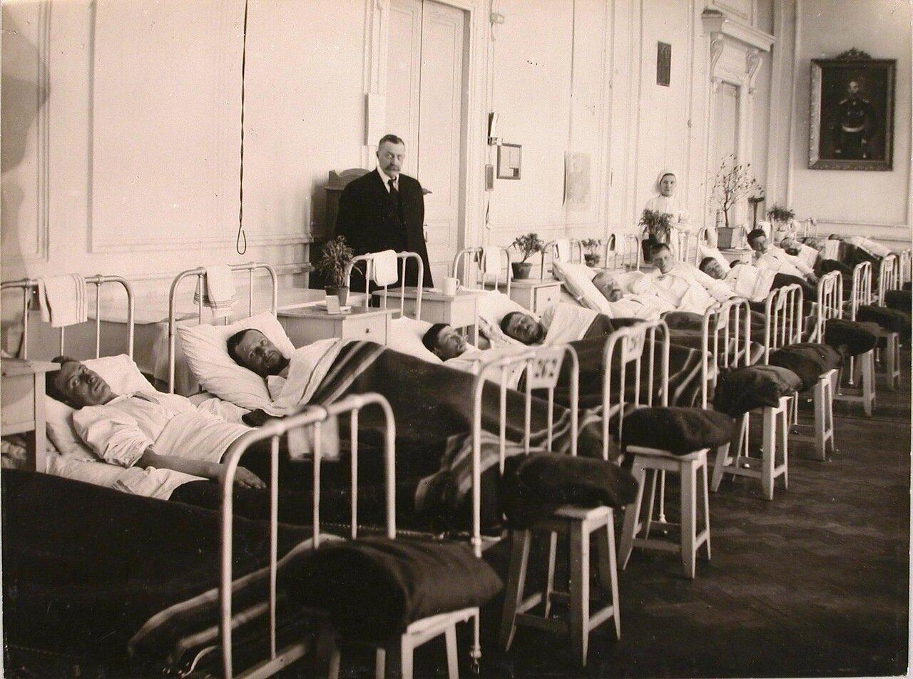07. Раненые в палате