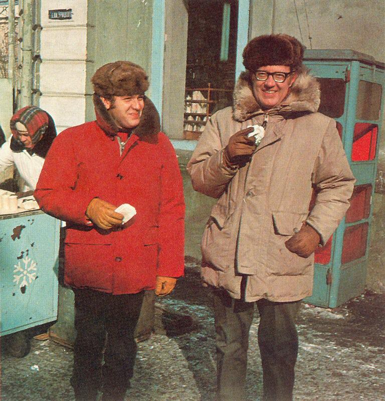 Иркутск. Фотограф Дин Конгер (справа) и переводчик Геннадий Соколов