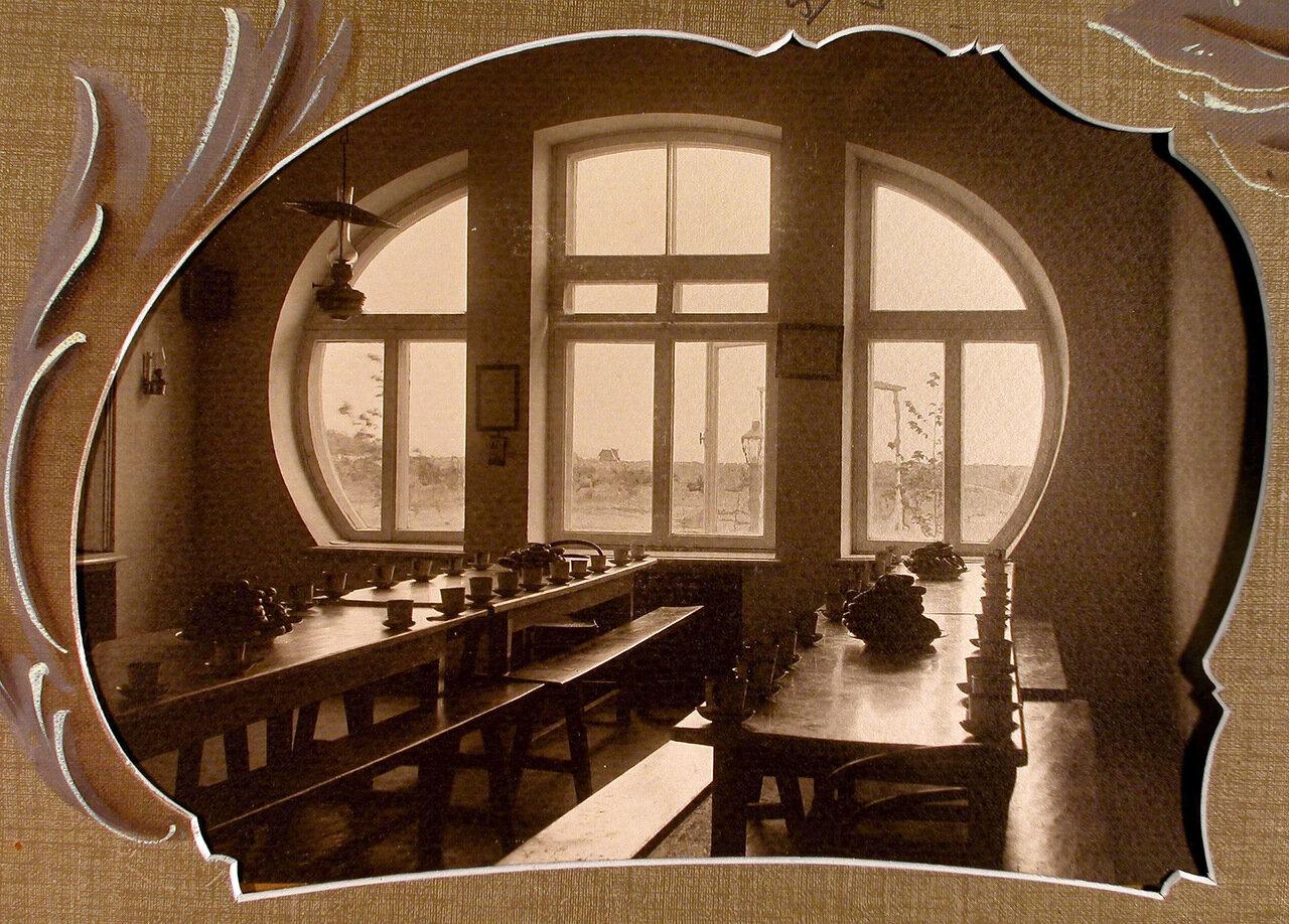 09. Вид части помещения столовой школы-санатория
