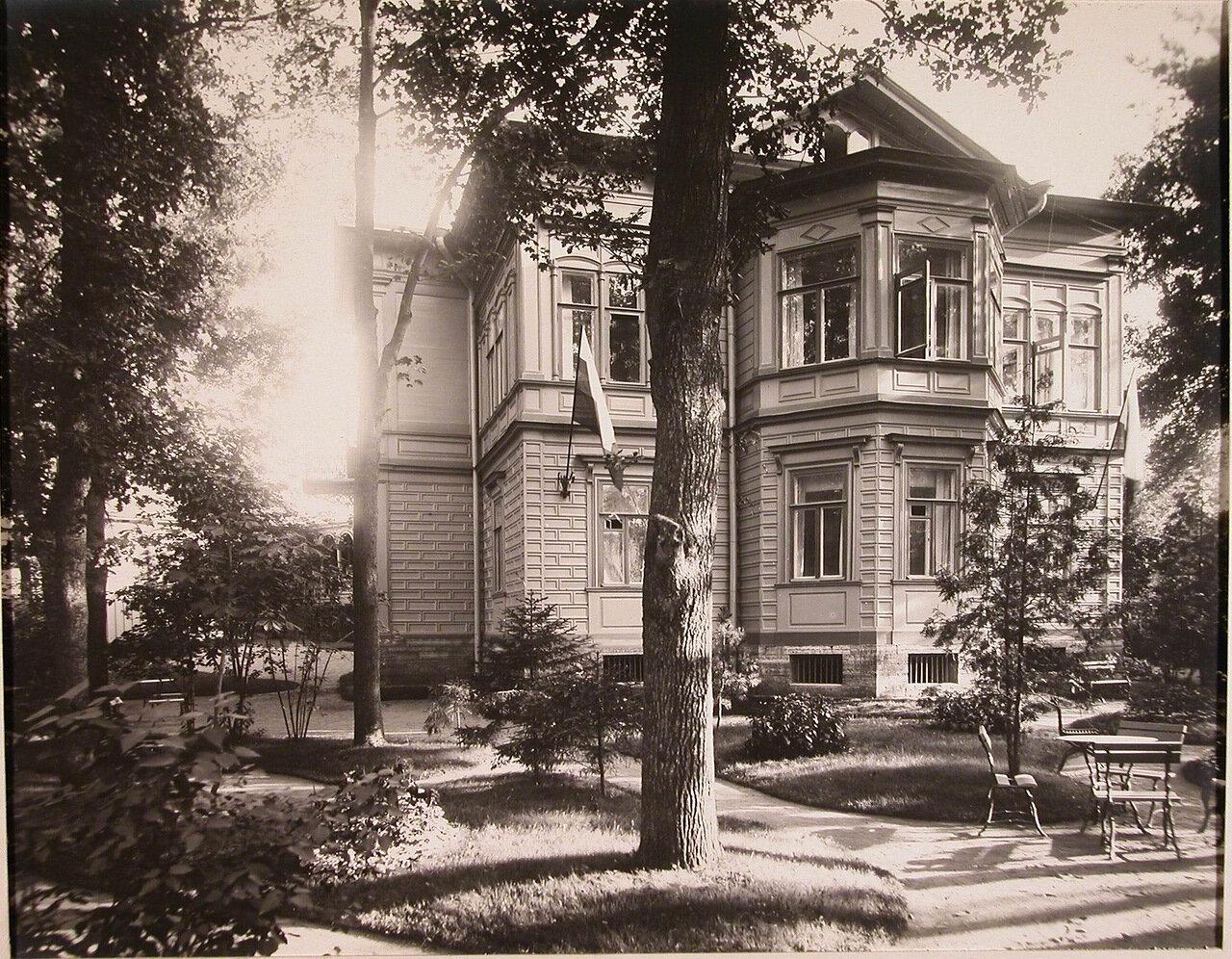 03. Вид главного здания патроната-убежища (со стороны сада)