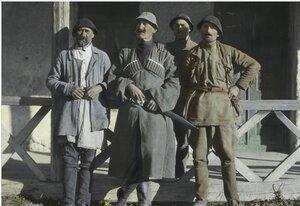 Мусахан Дадешкелиани с членами сельсовета в Сванетии
