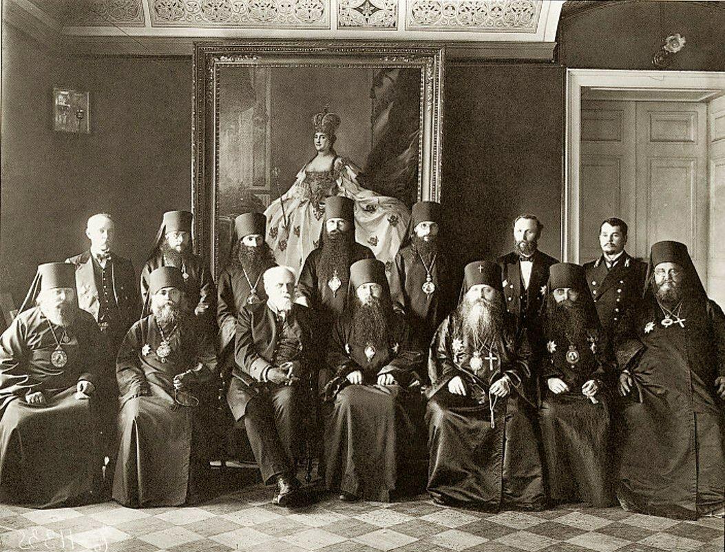 Группа членов Святейшего Синода. Участники Чрезвычайного собрания Святейшего Синода. 26 июля 1911