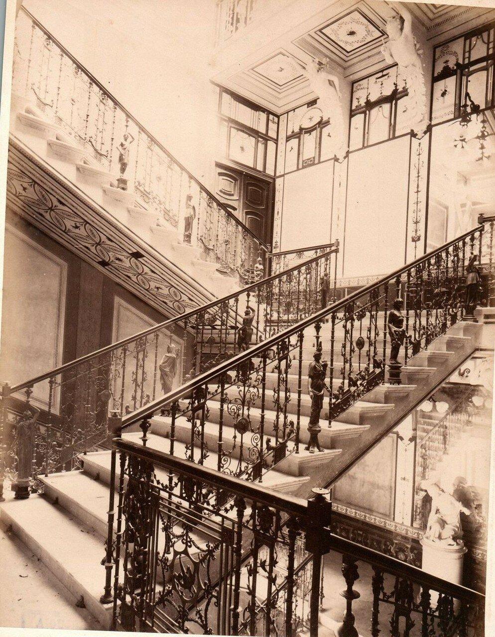 17. Дворцовая лестница