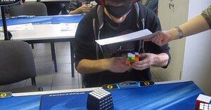 Новый рекорд по складыванию кубика Рубика вслепую