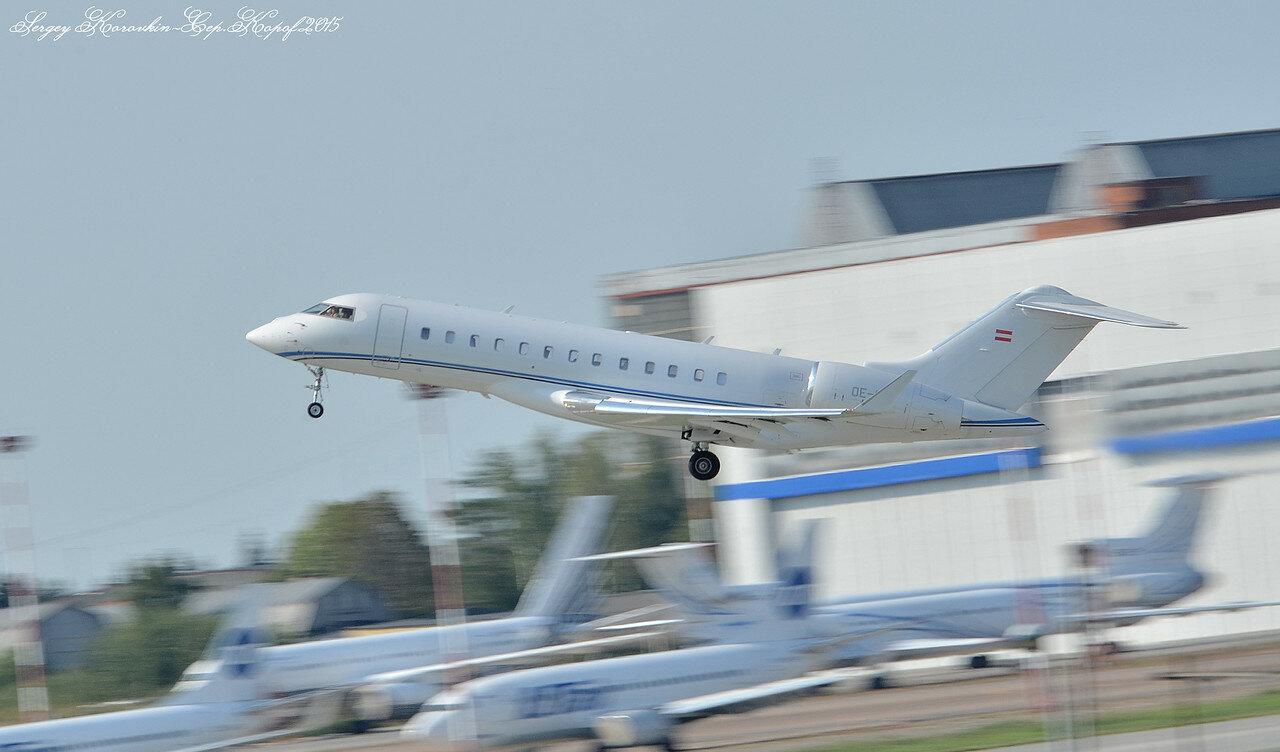 Bombardier BD-700-1A10 Global Express OE-IEO.JPG