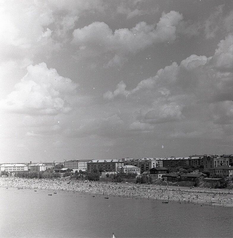 Фрумгарц МИ Куйбышевский пляж лето 1966.jpg