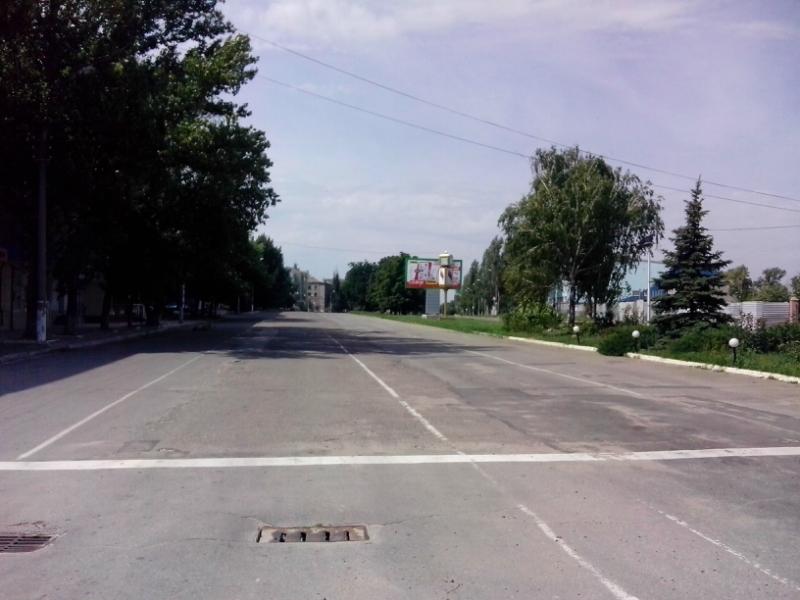 Блогер о Луганске: город пустой, у ЛНРовцев вместо номеров на машине флаги РФ (ФОТО, ВИДЕО), фото-3