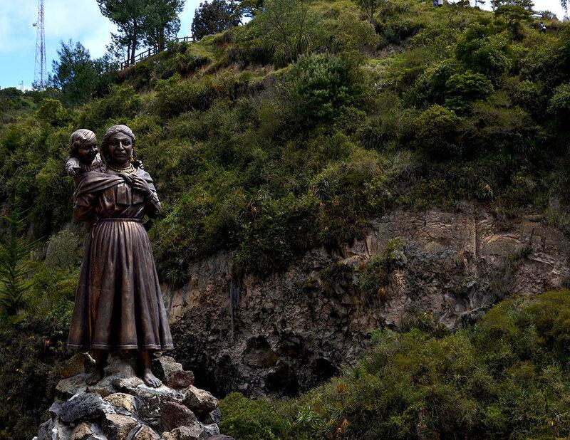 Мария Муэсес-де-Киньонес и ее дочь Роза.jpg