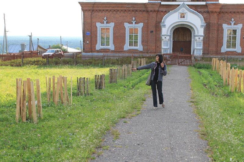 У Воскресенского собора.