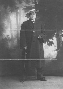 Тарский Александр Иосифович - потомственный дворянин, артист театра А.С. Суворина - на сцене театра.
