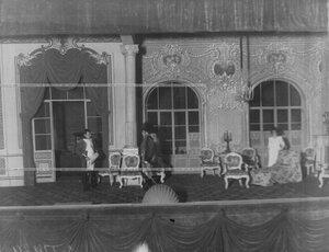 """Сцена из спектакля """"Наполеон и пани Валевская""""."""