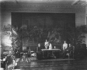 Посол Франции адмирал Тушар с женой у стола в одной из комнат посольства.