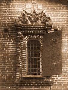 Вид окна церкви Иоанна Предтечи в Толчкове. Ярославль г.