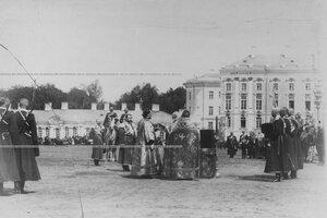 Молебен  на плацу перед Екатерининским дворцом  в день  празднования 100-летнего юбилея конвоя.